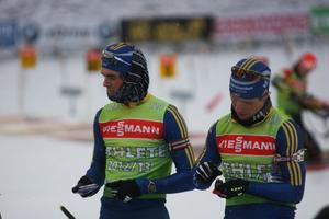 Fredrik Lindström och Magnus Jonsson laddar med fler skott.