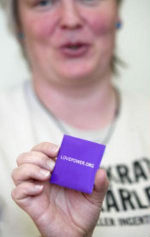 Alla som testade sig fick kondomer. — Det är en billig livförsäkring, säger barnmorskan Carolin Eriksson.