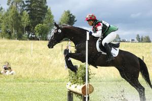 Viktoria Carlerbäck och 18-årige Geronimo (med meriter från OS och VM) vann helgens högsta klass, en tvåstjärnig.