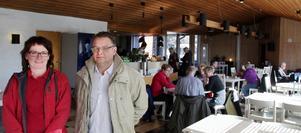Ann Ericsson, arbetsledare i kaféet, och Johan Öholm från Kultur & Fritid är nöjda med halvåret som gått.
