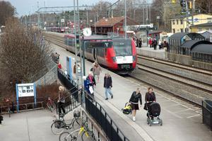 GRÖNT LJUS. Bråket kring DSB First i Skåne och bolagets dåliga ekonomi ska inte påverka systerbolaget DSB Upplands övertagande av Upptåget i sommar. Det beskedet har Upplands Lokaltrafik (UL) fått.