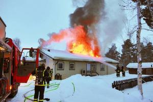 Villan i Hede blev totalförstörd efter branden som upptäcktes vid 17,30 tiden på fredagen