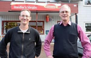 Handelsföreningens ordförande Mikael du Bouzet och landsbygdsmentorn Göran Forsén ser optimistiskt på framtiden för den omstartade butiken i Sörsjön.