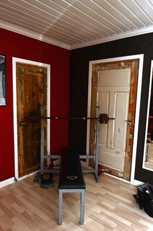 De äldre dörrarna passar in till resten av rummet.