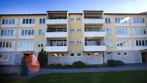 Renoveringen av hyreshusen i Blombacka skjuts upp.