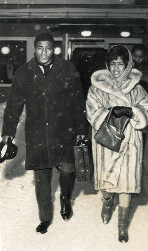 Snön föll över Östersund när Floyd mötte sin fru Sandra i Östersund för vidare färd upp mot Vålådalen.