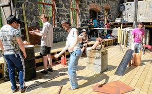 En föreställning ska växa fram ur workshopen där rytmer blir vägledande. Musikern och skådespelaren Niclas Ekholm var vägvisare i arbetet som ingår i projektet Bergslagsspelen.
