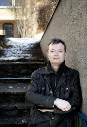 Ulf Lindströms bok – mycket mer än en kriminalroman.