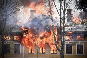 Sekelskifteshuset brann ner till grunden på fyra timmar.