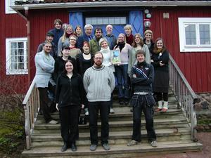 Prisade elever. Sätergläntas elever i årskurs två fick i går ta emot 2007 års stipendium ur Rune Lindströms Minnesfond för sina insatser vad det gäller kläder och dekor till Himlaspelet.