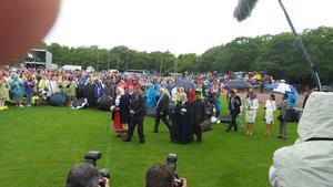 Kungaparet och kronprinsessan anländer till idrottsarenan.   Foto: Thord Eric Nilsson