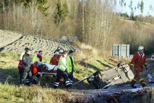 Räddningstjänsten fick kapa bort taket på bilen för att få ut den fastklämde föraren. I går åtalades mannen för grovt rattfylleri.