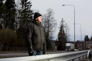 Torsten Petterson har reagerat på att vägbelysningen är trasig längs Södra vägen i Härnösand.