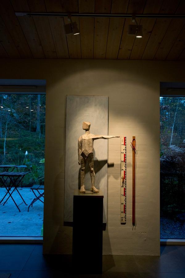 Det är ingen risk att man missar den lekfulla konsten i Torbjörn Eliassons hem.