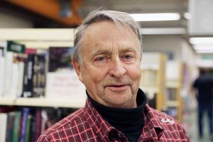 Sune Halvarsson (S) är irriterad över nerläggningsplanerna. Gång efter annan vill landstiget lägga ner i Hede, men nu får det vara nog, säger han.