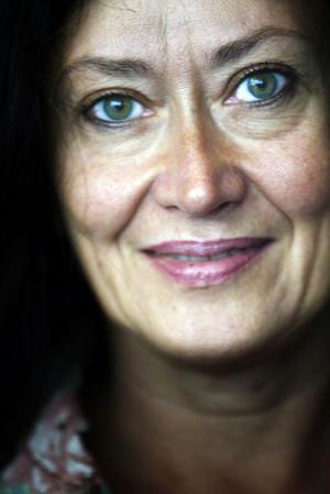 Anna-Lotta Larssons julturné gör ett stopp i Alfta på onsdagskvällen.