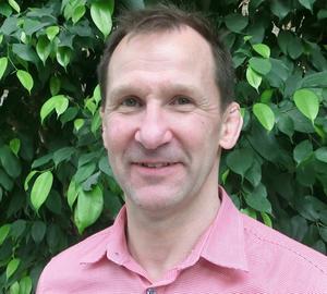 Pierre Mood på USÖ:s arbets- och miljömedicinska klinik, har undersökt hur skiftarbetande vårdanställdas hälsa kan förbättras om de lär sig olika strategier för att bland annat sova bättre.
