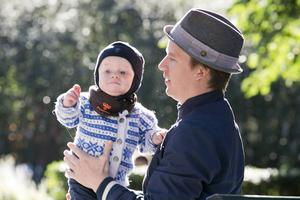 En tredje öronmärkt månad i föräldraförsäkringen är ett steg mot ökad jämställdhet mellan föräldrar.