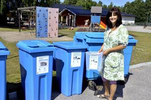 Källsorterar. På Saltängens förskola i Laxå hjälper barnen till att källsortera, berättar förskoleläraren Mari Selin.