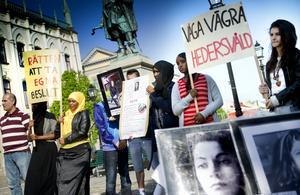 Engagemang. I maj i år demonstrerade ungdomar från Örebro mot hedersrelaterat våld och förtryck. Bakom manifestationen stod Riksföreningen Glöm Aldrig Pela och Fadime i samverkan med Örebros lokala organisation Heder och Samvete. Arkivbild: Kicki Nilsson