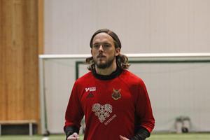 Tom Pettersson i ÖP-hallen som han sågar.
