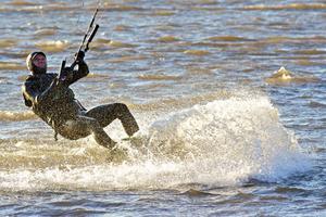 Under en semesterresa såg David Erkelius kitesurfing och gick genast en kurs.