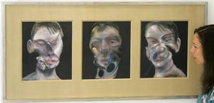 Ett självporträtt från 1970 av konstnären Francis Bacon ska säljas på auktion för första gången i maj. På bilden syns en triptyk av Bacon från 1975. Arkivbild.