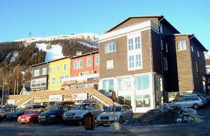 Det krävs resurser för löpande underhåll av väg- och gatunätet i Åre. Sedan torget och vägarna i centrala delarna rustades på 90-talet har ytterst lite gjorts anser debattörerna.Foto: elisabet Rydell-Janson