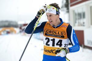 Anton Lindblad gjorde ett fantastiskt lopp på herrarnas 15 kilometer klassiskt och kunde titulera sig SM-bronsmedaljör i årets första SM-lopp.