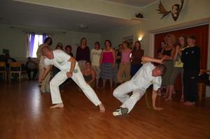 Brasilinskt. På festivalen kunde man lära sig capoeira som är en blandning av kampsport och dans. Foto:Karolina Lundgren