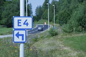 De 4000 fordon som varje dag passerar E4:an norr om Hudiksvall kommer nu att ledas via Bergsjö och Strömsbruk.