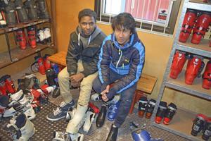 Abdulahi Mohammed och Soukea Rep lånade utrustning av Friska Viljor.