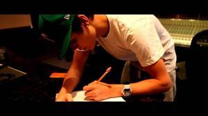 Justin Bieber skriver autografer i filmen