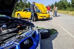 Skinande blanka bilar i depån. I lördags fanns där allt från Corvetter, Passater och ett knippe Saabar till BMW M3:or och en Formel Renault.