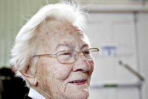 92-åriga Anna Nord uppskattade tillställningen på Valhalla. Hon bor sedan snart ett år tillbaka på Ängsbackens äldreboende och har inte chans att ta sig ut så mycket.