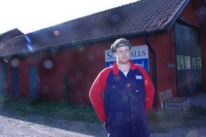 ÅTER I TJÄNST. Johan Olsson fick tillbaka jobbet  på torsdagen då kärnkraftsindustrin behövde några plåtdelar.