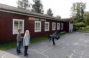Jädraås skola är en av skolorna som hotas av nedläggning.