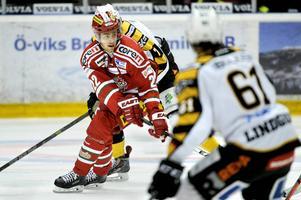 Albin Carlson var poängbäst av Modos backar. Han har kontrakt över nästa säsong.    Foto: ROBBIN NORGREN/ARKIV
