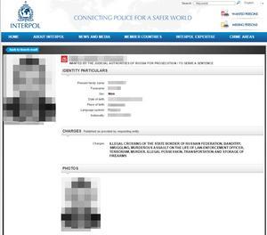 På interpol går att läsa att mannen är efterlyst för en rad brott, inklusive terrorism och mord.