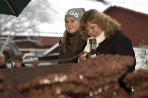 GOTT.  Linne och Ingela Hammarlund förlorade sig i choklad.