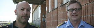 """BEHÖVER HJÄLP. Jan Sköldberg, gruppchef, och Sören Karlsson, närpolischef i Västra Mälardalen, hoppas på att allmänheten tar sig i kragen och vittnar mot langare av alkohol. """"Polisen ensamma kommer aldrig att klara upp brott, vi behöver vittnen"""", säger närpolischefen.FOTO: MAGNUS ERICSSON"""