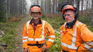 Anders Karlén och Frasse Lundberg jobbar med spåret.