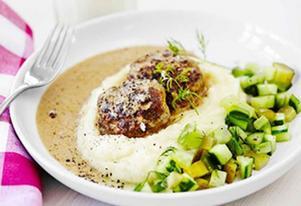 Serveringsförslag: potatismos och gurksallad.