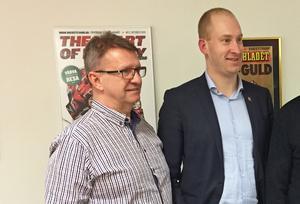 Tomas Jonsson, ny assisterande tränare i Modo, tillsammans med klubbens vd Johan Widebro.