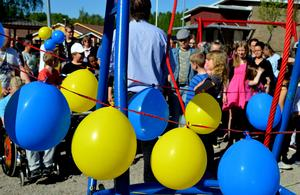 Feststämning råder vid invigningen på Jakobsgårdskolan.