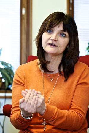 Kommunals ombudsman Annica Lernholt har mött många oroliga och ofta ångestdrabbade medlemmar under året som gått. Nu hoppas hon att landstinget tar större hänsyn till människor bakom besparingarna.