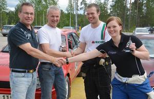 I tvåhjulsdrivna klassen blev det dött lopp. Mats Frycklund och Tommy Ström utropades dock till segrare och gratuleras av Tomas Bergman samt Paulin Bergqvist.