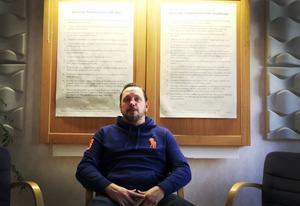Peter Nääs är behandlingspedagog hos Nexus. Han hjälper missbrukare både i grupper och enskilt.    – Alla vi träffar informerar vi om att det finns stöd till anhöriga, säger han.