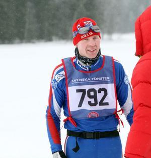 En kändis på besök i Harsa. Henrik Eriksson vann Vasaloppet 2010.