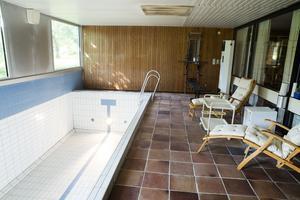 Simbassäng inomhus var ovanligt  i Falun på 60-talet. Och kontroversiellt.